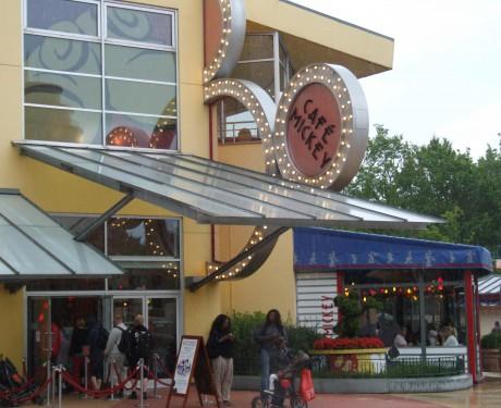 Café Mickey: para uma refeição com personagens na Disneyland Paris!