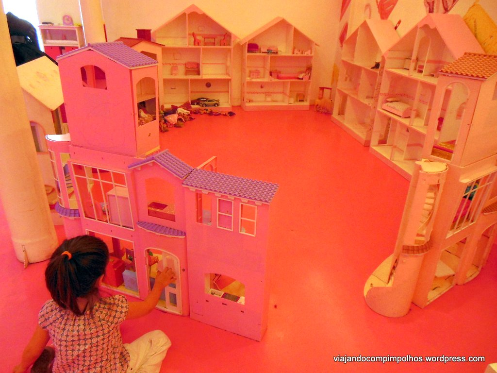 Buenos Aires com crianças: Barbie Store uma casa bem rosada em  #C76C04 1024x768 Banheiro Da Barbie Como Fazer