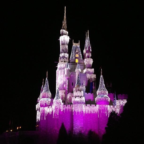 Castelo da Disney com iluminação de natal