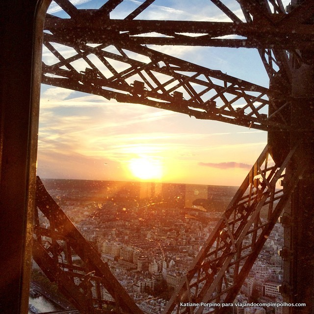 Pôr do sol na Torre Eiffel