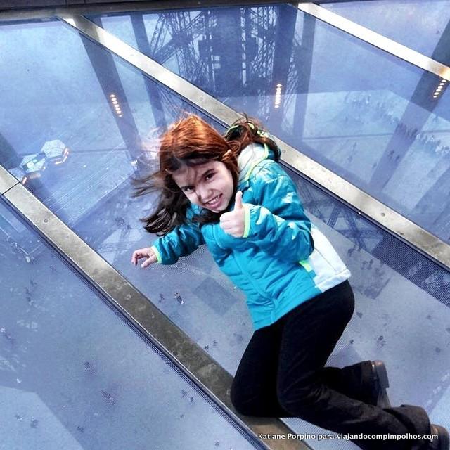 piso de vidro da Torre Eiffel