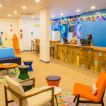 Novo Ibis Styles Guarujá com decoração temática de surfe